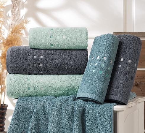 Kolekcia vyšívaných froté uterákov a osušiek