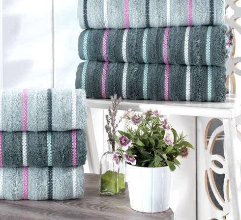 Kolekcia žakárových froté uterákov a osušiek